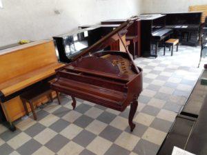 スタインウェイピアノ「ルイ15世モデル」