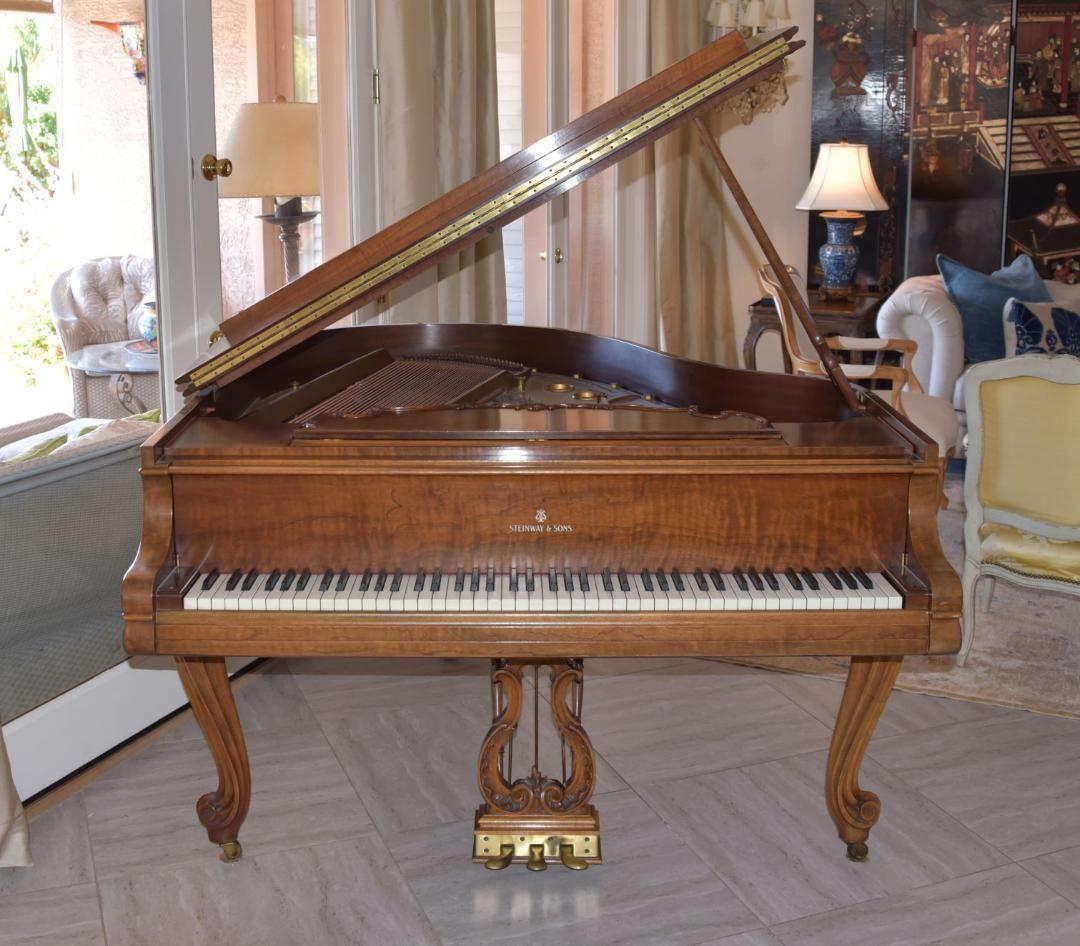 スタインウェイ ルイ15世モデル